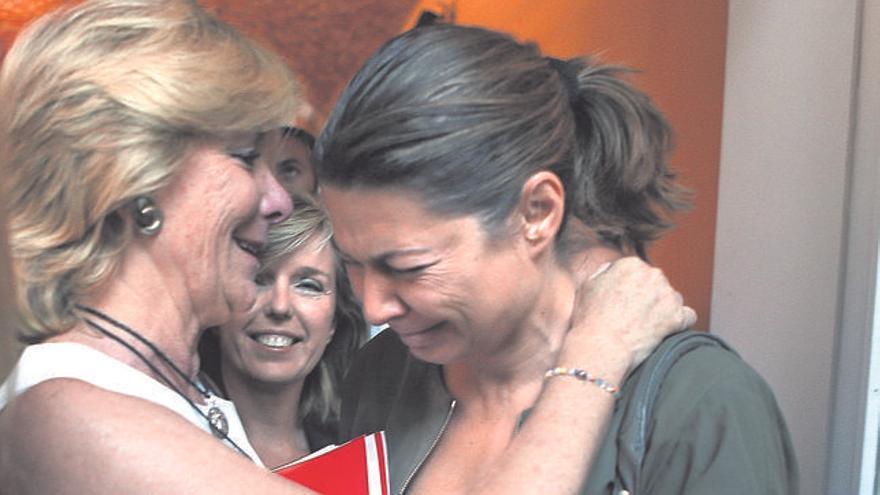Aguirre consuela a Figar en una de sus despedidas de la política