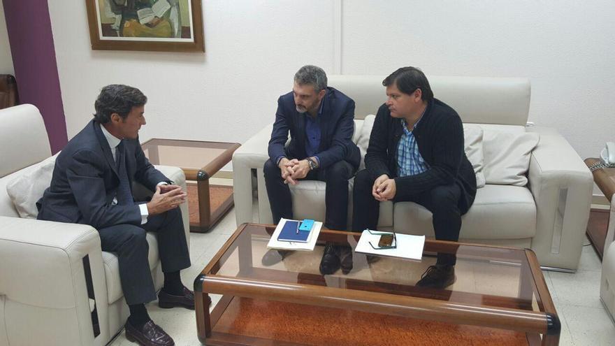 Sánchez-Solís con Óscar Urralburu y Andrés Pedreño