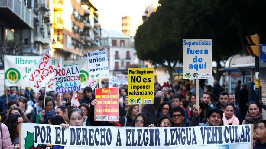 Miles de personas exigen la derogación de la ley valenciana de plurilingüismo