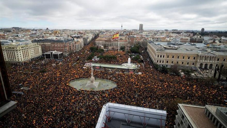 Vista aerea de la concentración convocada por PP, Ciudadanos y Vox en la plaza de Colón de Madrid.