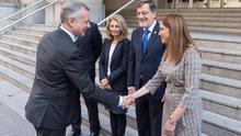 Carmen Adán, en el centro, con el lehendakari, el presidente del Tribunal Superior de Justicia y otras autoridades