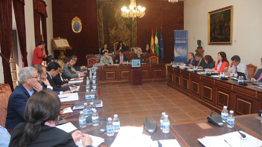 Panorámica del Pleno de la Diputación, reunido ayer.