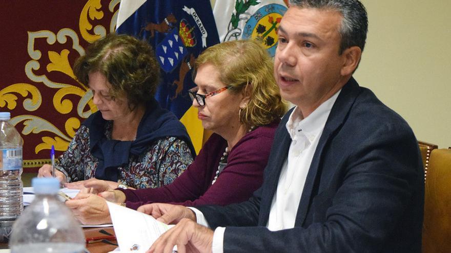 El concejal de Servicios Públicos, Dámaso Arteaga, durante la Comisión de Control