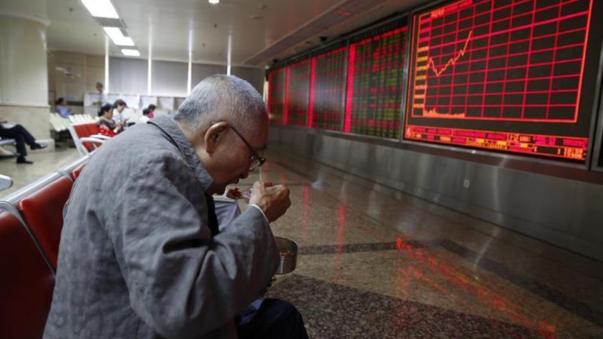 Shanghái abre apenas sin cambios a la espera de datos del PIB chino