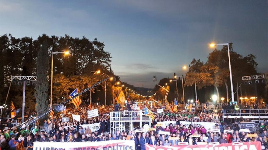 Los consellers cesados y en prisión agradecen la manifestación y piden seguir movilizados