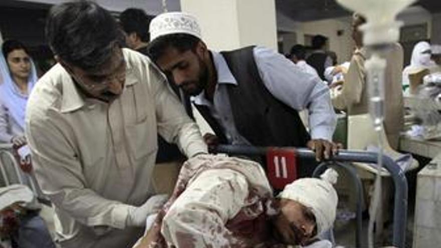 Al menos 15 muertos en un atentado con coche bomba en Pakistán