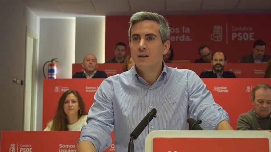 Pablo Zuloaga en el Comité Regional del PSOE.