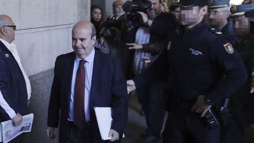 La juez imputó por error a Zarrías en la pieza de sobrecomisiones de los ERE
