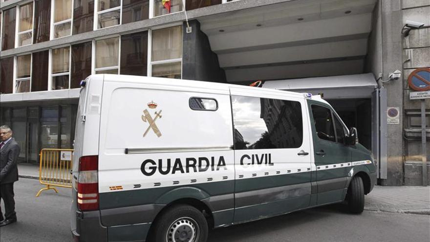Furgón policial que ha trasladado a Bárcenas desde la Audiencia Nacional a la prisión de Soto del Real