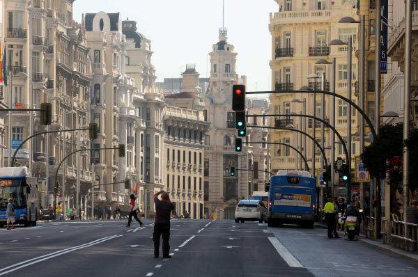 Gran Vía tomada por los peatones por el Día sin coches | Fotografía: Ayuntamiento de Madrid