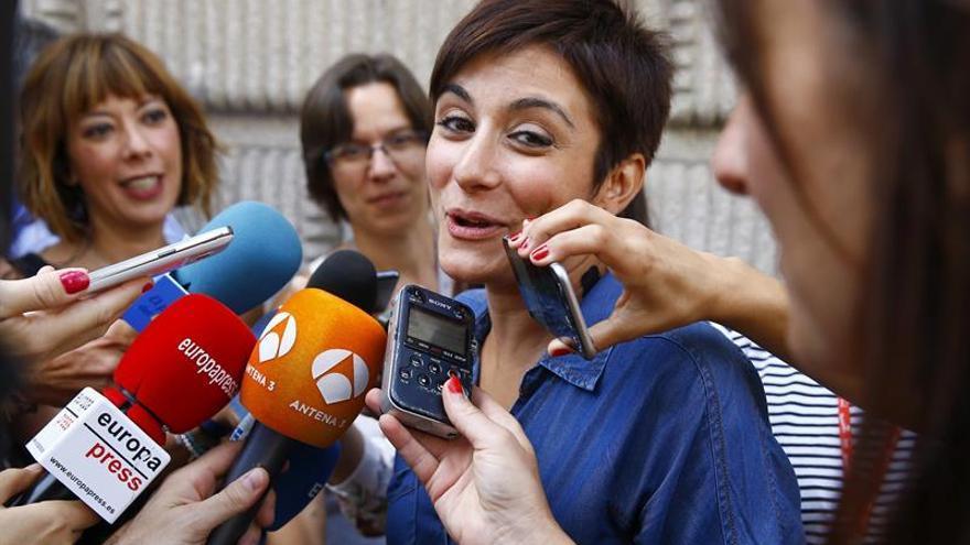 """La dirección socialista, a Vara: """"Que levante el teléfono y llame a Sánchez"""""""