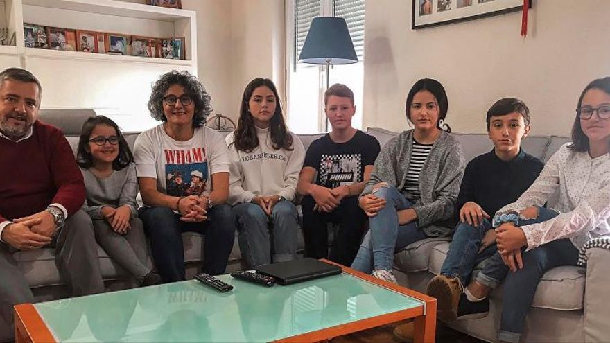 Castilla-La Mancha habilita el título digital de familia numerosa y permitirá alternarlo anualmente a padres con custodia compartida