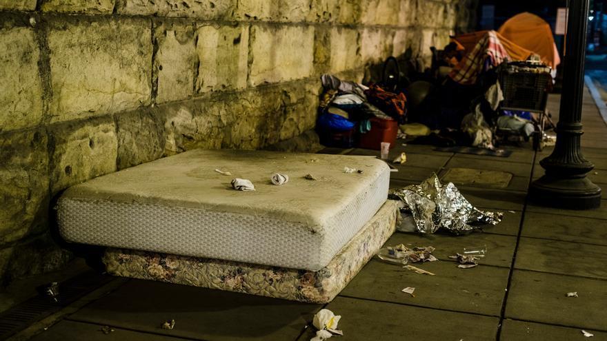 La noche antes de la evacuación de un campamento de personas sin techo en NoMa, vecindario en el noreste del DC.
