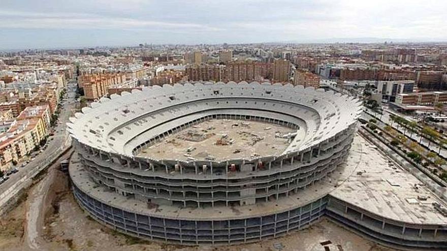 Estadio del Valencia C. F. (Nou Mestalla) abandonado y sin terminar por impagos. Fotografía de lasprovincias.es
