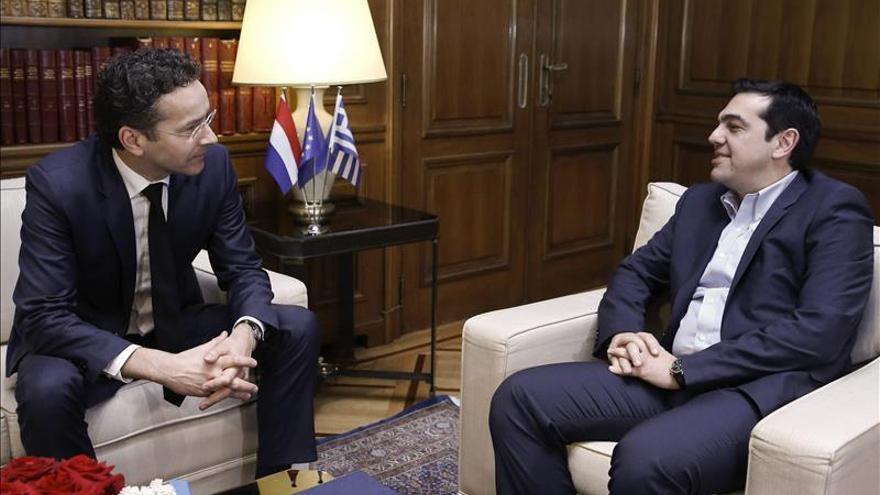 Tsipras y Dijsselbloem acuerdan iniciar conversaciones técnicas con la troika
