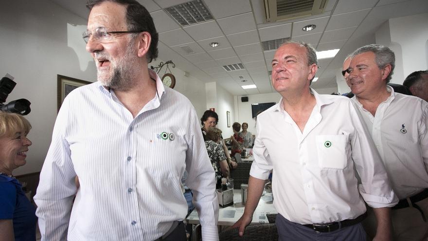 """Rajoy describe a Monago como un """"líder centrado, moderado y pactista"""" al que """"le ha tocado lo más difícil"""""""