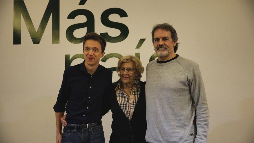 El candidato de Más País, Íñigo Errejón, la exalcaldesa de Madrid Manuela Carmena y el candidato en Euskadi, Txema Urkijo.