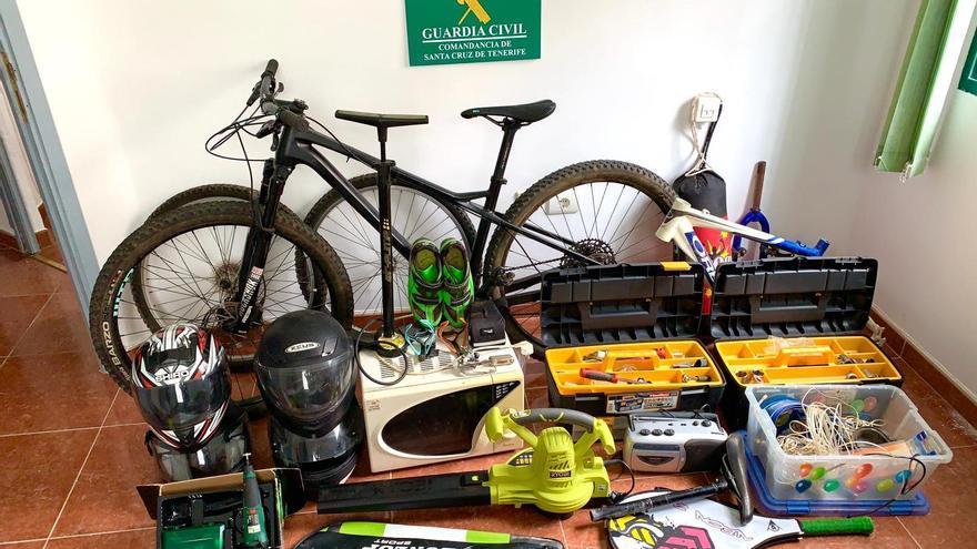 Detenido por hurtar dos bicicletas y herramientas en una casa de Breña Baja
