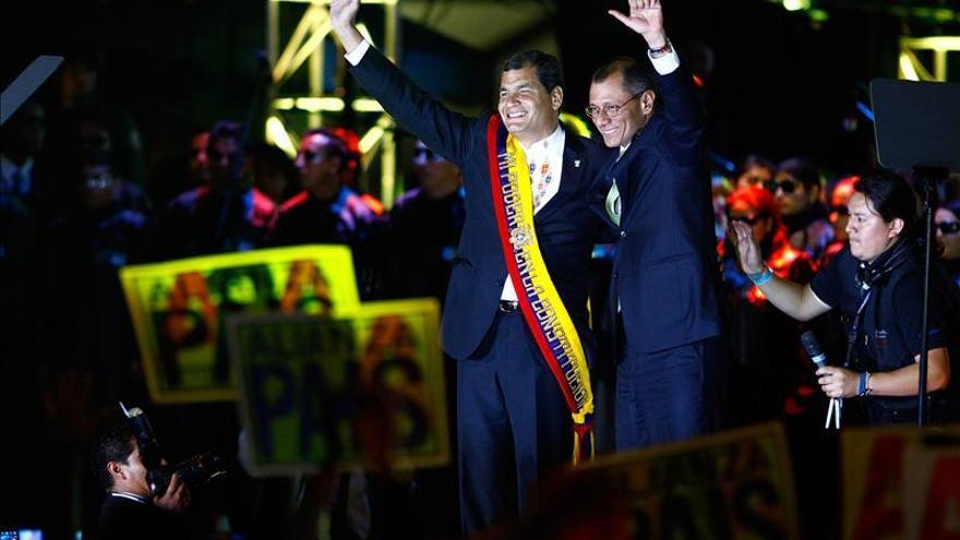 Correa jura su último mandato ante la mirada de la oposición que espera el diálogo