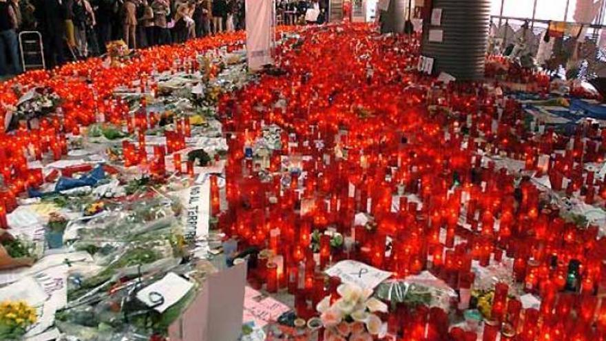 Atocha, convertida en altar de condolencias por los atentados del 11M