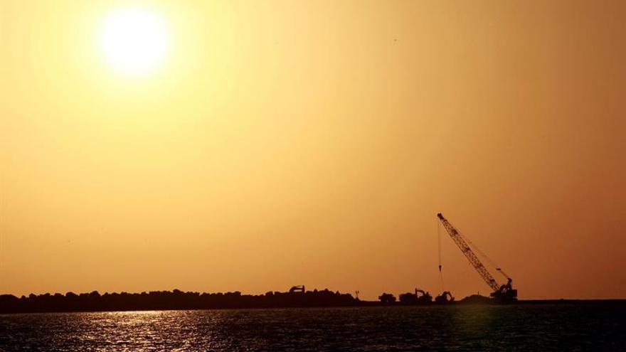 Emiratos ya no teme un eventual cierre del estrecho de Ormuz, según un emir