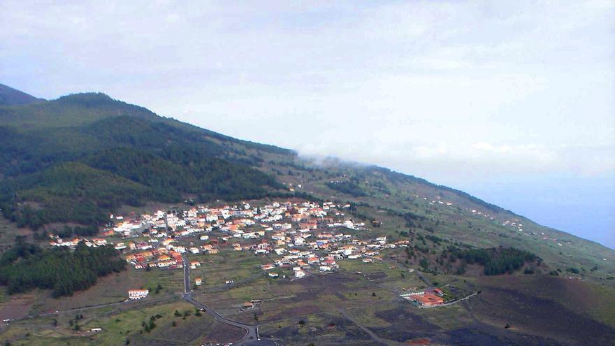 El volcán San Antonio (1677-78) y Fuencaliente, un municipio con historia muy ligada al fenómeno volcánico. Foto: Antonio Márquez,