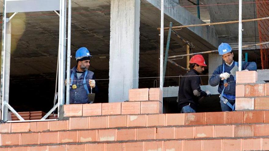 España, segundo país con mayor caída de producción en construcción en abril