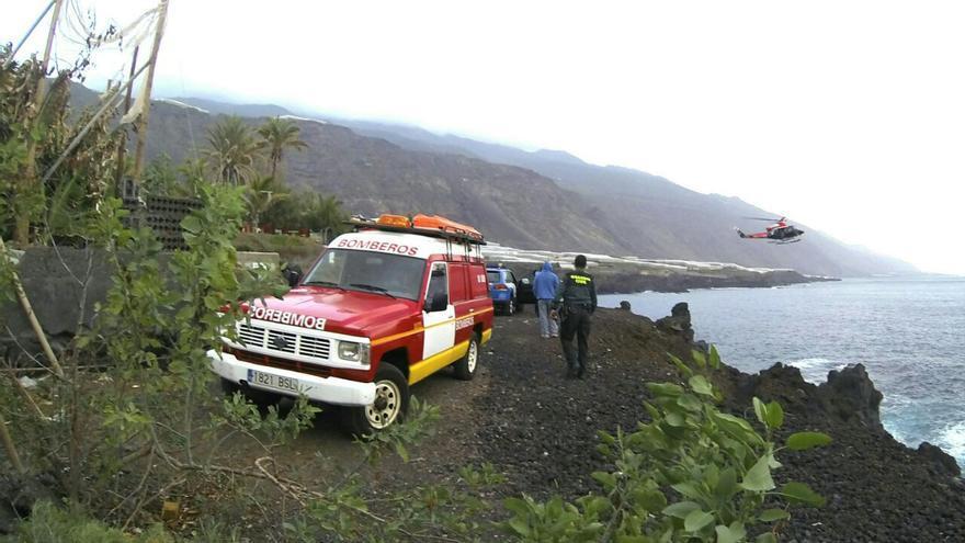 En la imagen, dispositivo de búsqueda con el helicóptero al fondo. Foto: BOMBEROS LA PALMA