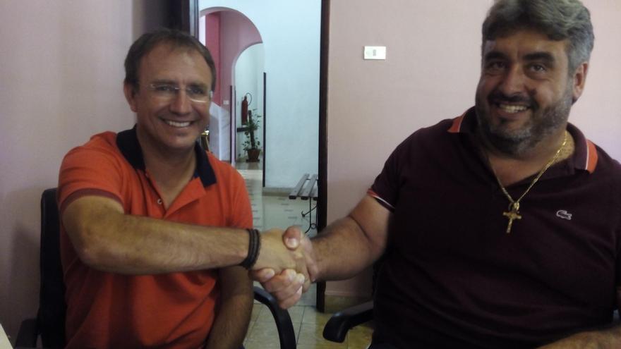 El alcalde de El Paso, Sergio Rodríguez, y el presidente de Adfilpa, Miguel Ángel Rodríguez.