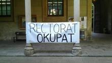 Ocupan el rectorado de la UB contra la reducción de personal y la subida de tasas