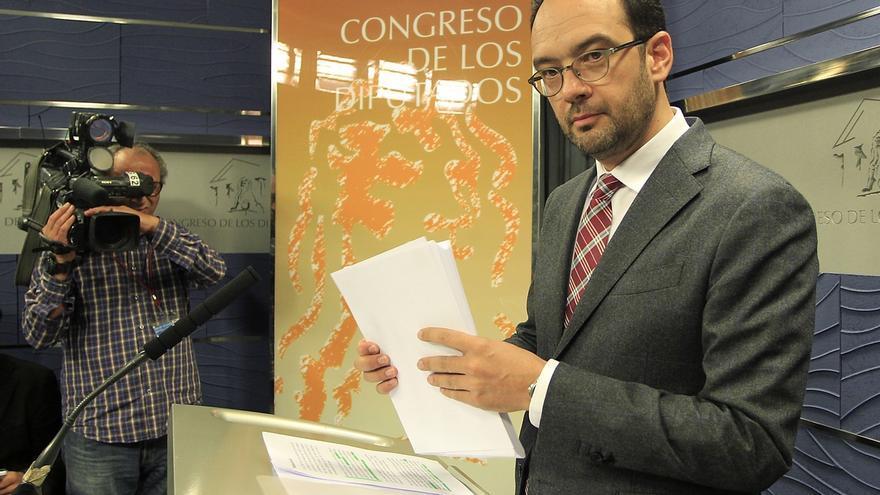 """PSOE anima a Rajoy a """"prescindir"""" de Mato para tener """"un poquito de credibilidad"""" al hablar de corrupción en el Congreso"""