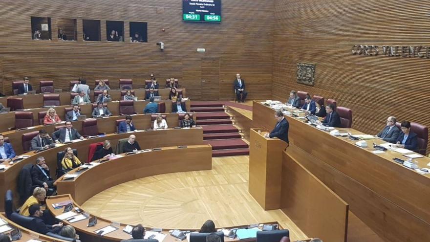 Ximo Puig interviene en la sesión de control en las Corts
