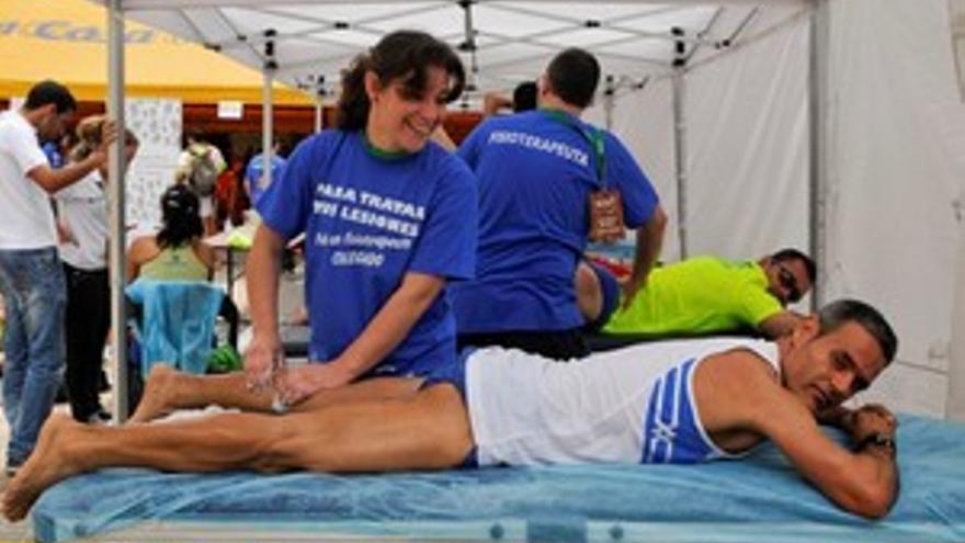 Fisioterapeutas en la maratón celebrada hace unos días en Las Palmas de Gran Canaria. (ACN PRESS)