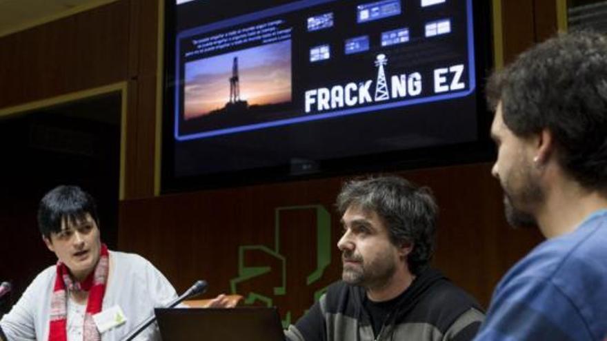 Mikel Otero en un momento de la comparecencia en el Parlamento vasco.