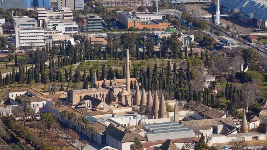 Desde la Torre Sevilla se contempla la Isla de la Cartuja en toda su extensión (Foto: Luis Serrano).