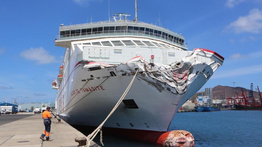 Fotogaler a as quedaron el ferry de armas y el dique for Oficinas de naviera armas