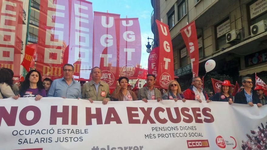 Ismael Sáez (UGT-PV) y Arturo León (CCOO PV) en la cabecera de la manifestación del 1 de Mayo en Valencia