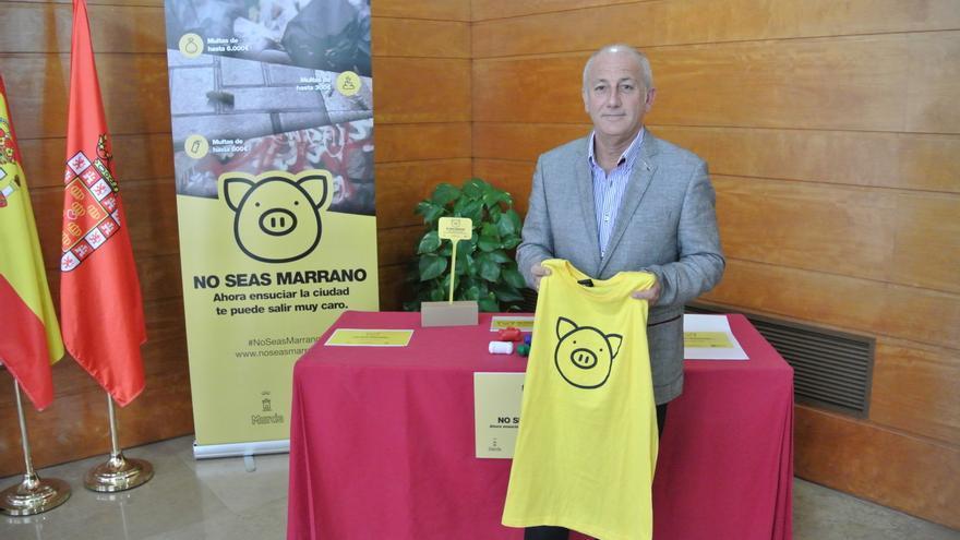 """El concejal Ortiz ha presentado la campaña """"No seas marrano"""""""