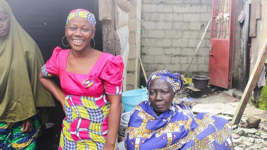 La familia de Aboubakar Oumarou Maiga, en Camerún, durante el rodaje del documental.   Imagen cedida por Caminando Fronteras.