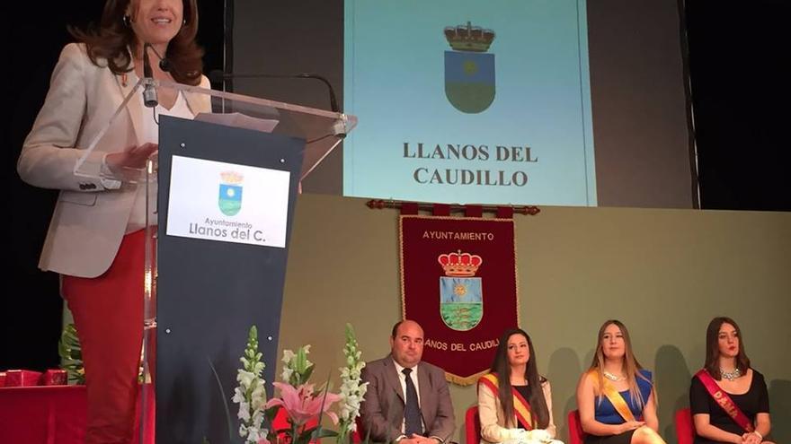 Rosa Romero en el acto de aniversario de constitución de Llanos del Caudillo / Facebook Rosa Romero