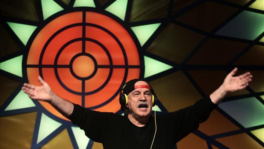 Con 75 años y a 3.000 metros Moroder revive la edad de oro de la música disco