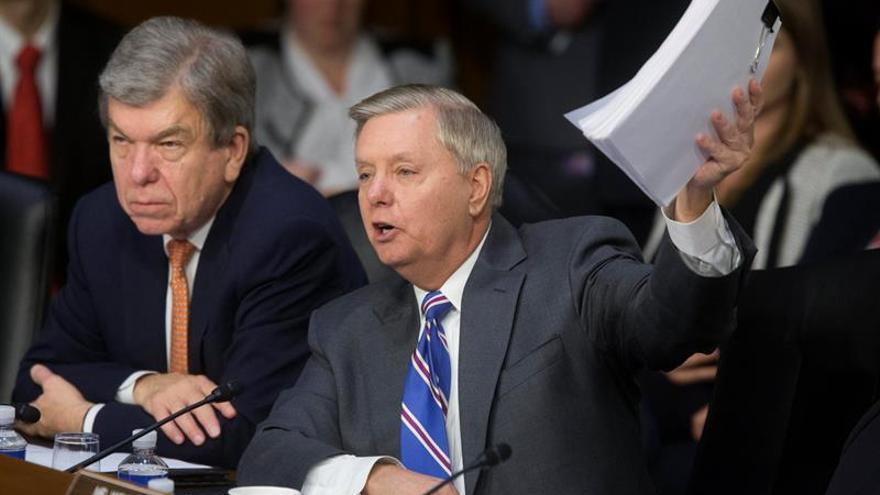 Tres senadores de EE.UU. visitan Irak y Siria para ver los progresos de la coalición