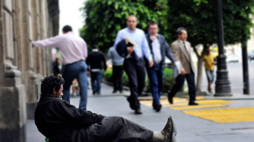 Mendigo en una calle | SASHENKA GUTIERREZ / EFE