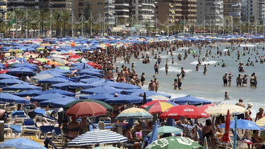 El turismo es el sector mejor valorado y la banca el que peor imagen tiene