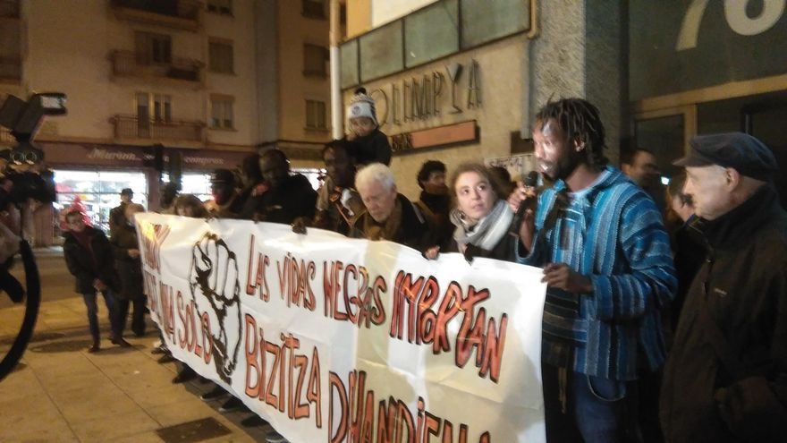 """SOS Racismo critica que la muerte de un senegalés en comisaría demuestra """"que todas las vidas no importan lo mismo"""""""