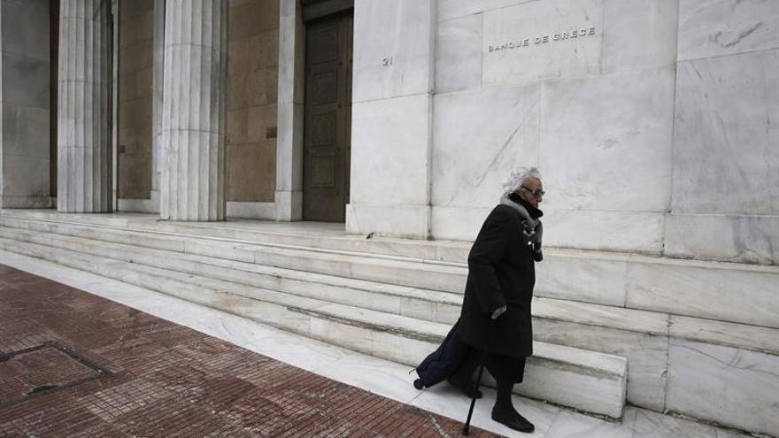 El Banco de Grecia ve brotes verdes en la economía pero mucho camino por recorrer