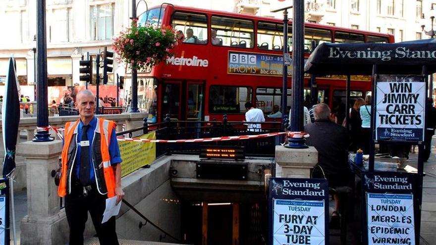 La policía no localiza sospechosos ni restos de un tiroteo en el metro de Londres