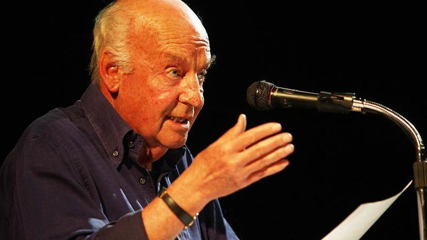 """Eduardo Galeano dice que """"miente la muerte cuando dice que Juan Gelman ya no está"""""""