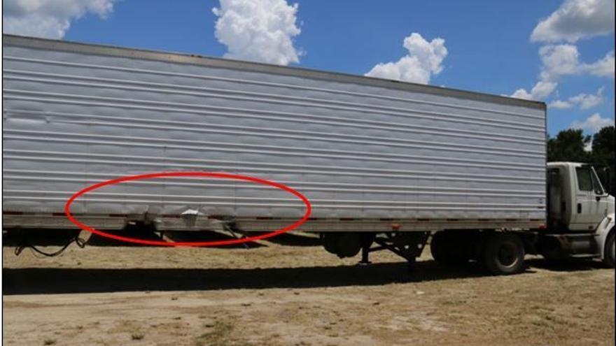El camión con el que se estrelló el Tesla S
