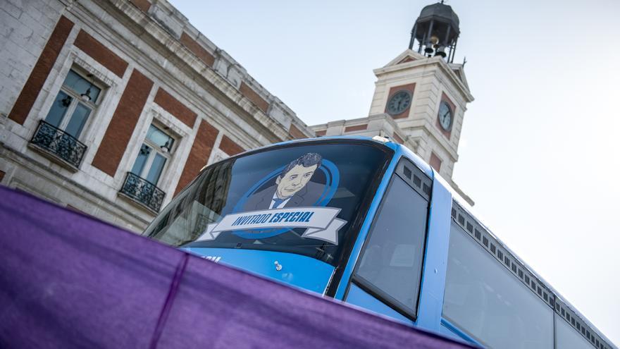 El tramabús, en la Puerta del Sol tras completar su recorrido por Madrid.